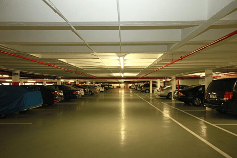 ¿Qué puedo hacer legalmente si alguien aparca en mi plaza de garaje?